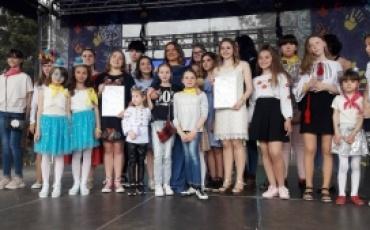 """16 травня дітей-вихованців будинків сімейного типу та прийомних сімей було запрошено на фестиваль """"Мама+я""""."""